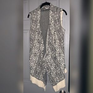 Gorgeous Ecoté Vest Sweater with unique pattern